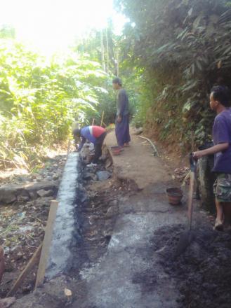 Senderan Jalan Menuju Jembatan Manasuli Desa Nagasepaha