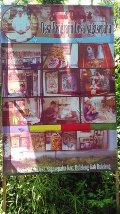 Pemasangan Baliho Para Pengrajin di Desa Nagasepaha