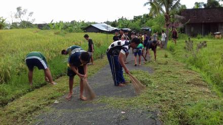 Gotongroyong Rutin dalam Kegiatan Peduli Lingkungan bersama Generasi Pemuda