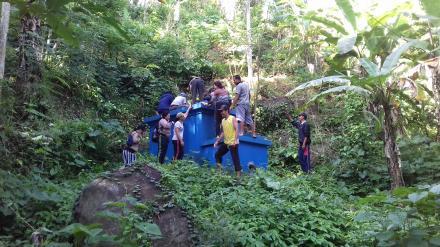 Pengecekan Sumber Air di Desa Pegayaman  bersama Tim Pamsimas Desa Nagasepaha