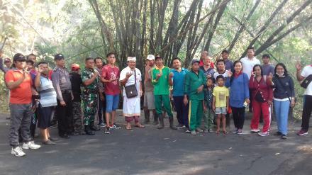 Gotongroyong Pembersihan Sampah di Perbatasan Desa Nagasepaha
