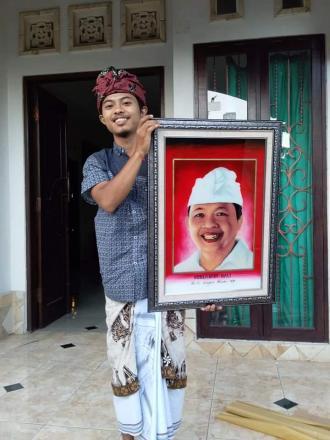 Sebuah Karya Seni Lukis Seniman Wayang Kaca Desa Nagasepaha I Made Wijana