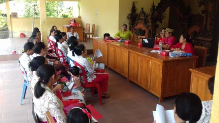Pelatihan Kader Posyandu oleh Bidan Desa dan Tim dari Puskesmas Buleleng III