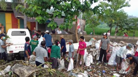 Gerakan Semesta Bali Resik Di TPA Desa Nagasepaha