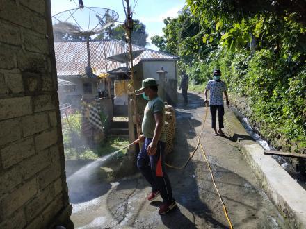 Pemdes Nagasepaha melaksanakan Penyemprotan Disenfektan di Wialayah Desa Nagasepaha