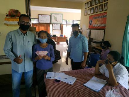 Penyerahan Bantuan Langsung Tunai (BLT) Dana Desa Tahap II Desa Nagasepaha