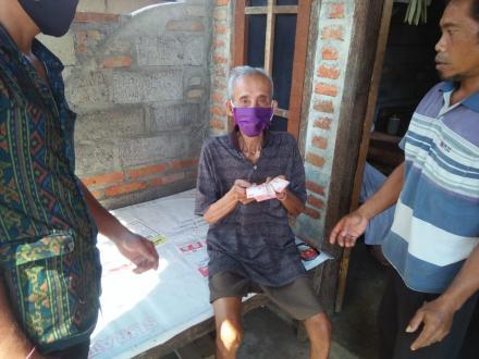 Pemdes Nagasepaha Menyalurkan BLT Dana Desa Tahap III