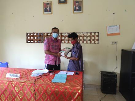 Pemdes Nagasepaha Distribusikan 20 Paket Beras PPKM kepada Masyarakat
