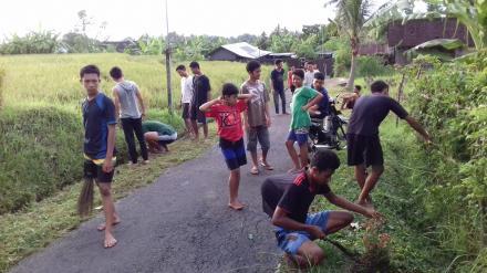 Gotongroyong bersama Pemuda Desa nagasepaha di Ban