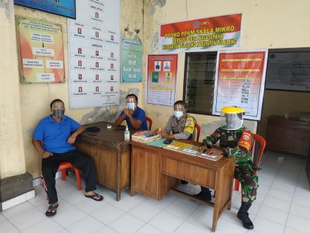 Penjagaan di Posko PPKM Desa Nagasepaha