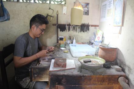 Pengrajin Perak Desa Nagasepaha