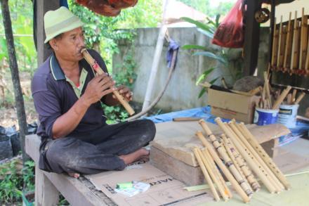 Pengrajin Suling Bambu
